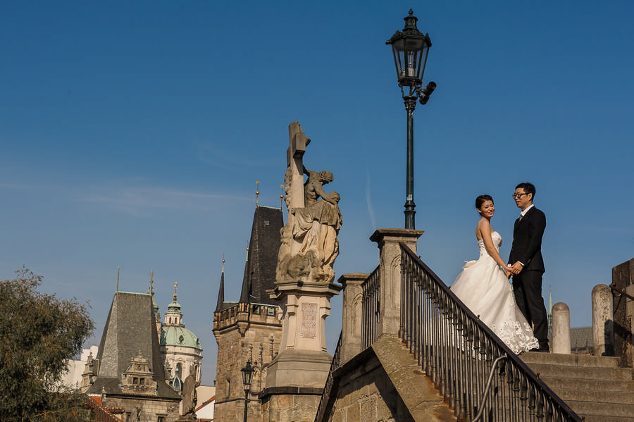 Bride and groom on the Charles bridge