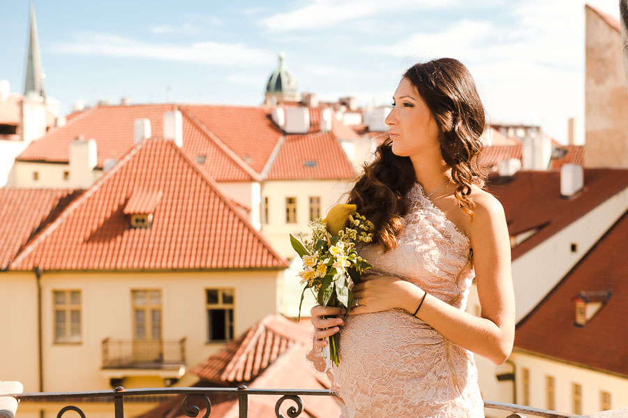 pregnant photo in Prague